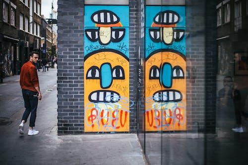 Безкоштовне стокове фото на тему «Будівля, відображення, Вулиця, вуличне мистецтво»