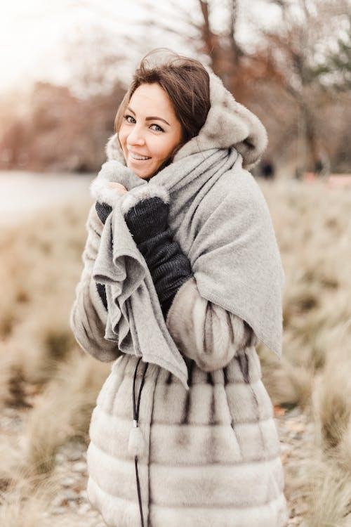 Foto d'estoc gratuïta de abric, abrigat, bonic, bufanda