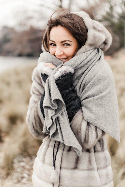 Foto d'estoc gratuïta de abric, abric de pell, abrigat, adult