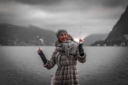 Бесплатное стоковое фото с активный отдых, бенгальские огни, веселье, Взрослый