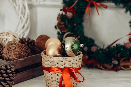 Imagine de stoc gratuită din coș de răchită, decorațiune de crăciun, decorațiuni de Crăciun, globuri de Crăciun