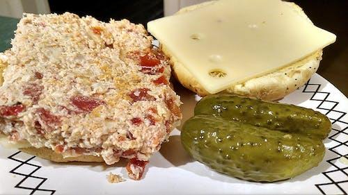 Gratis lagerfoto af kylling, pickles, sandwich