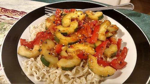 Gratis lagerfoto af agurk, ramen, tomater