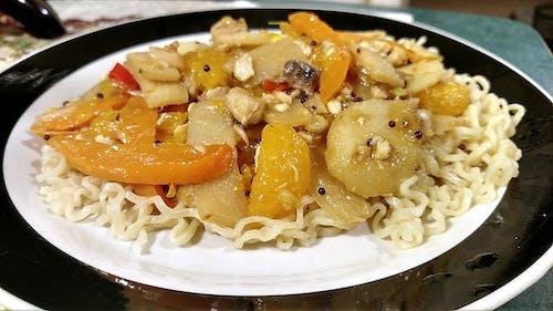 Gratis lagerfoto af grøntsager, mandariner, ramen, rør stege
