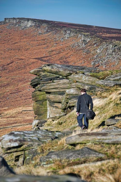 Ilmainen kuvapankkikuva tunnisteilla henkilö, kalliot, kävelijä, päin