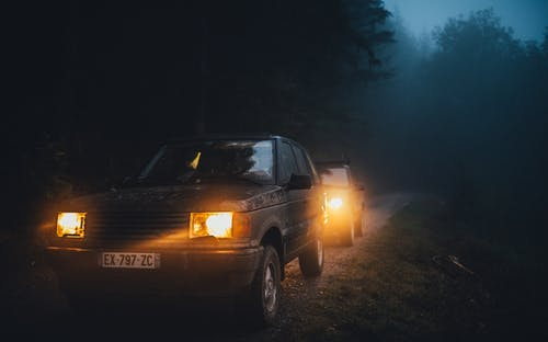 Gratis stockfoto met #landrover # p39 #night #fog #smoke #forest #mud