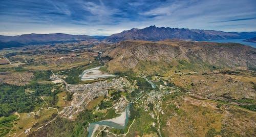 Gratis stockfoto met bergen, blauw water, bomen, helikopter schot