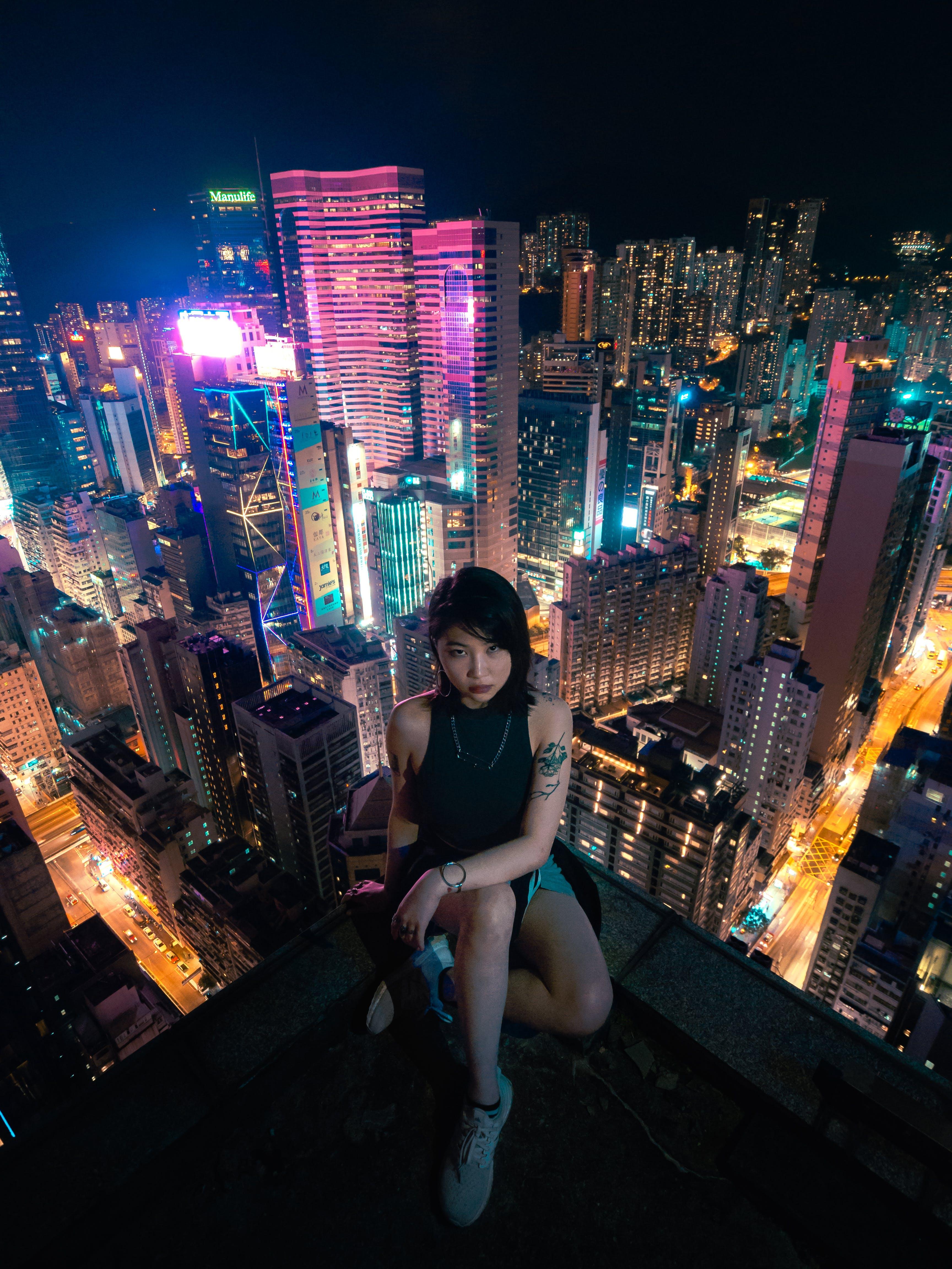 Gratis stockfoto met architectuur, avond, Aziatische vrouw, belicht