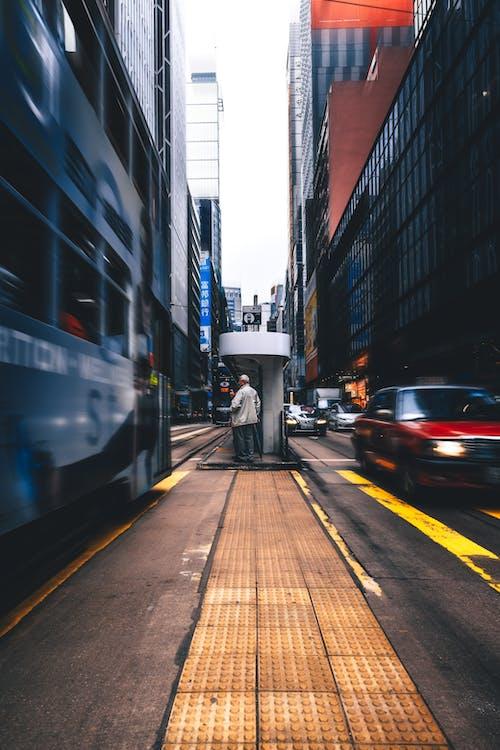 Fotobanka sbezplatnými fotkami na tému autá, centrum mesta, cesta, doprava
