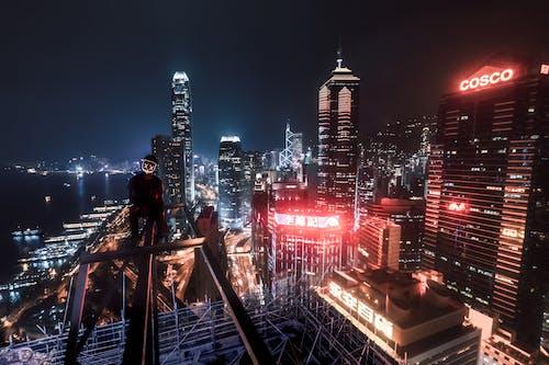 aydınlatılmış, binalar, en uzun, gece manzarası içeren Ücretsiz stok fotoğraf