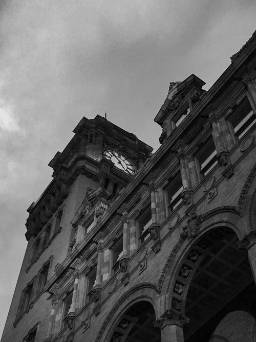 Free stock photo of architecture, clock tower, monochrome, train station