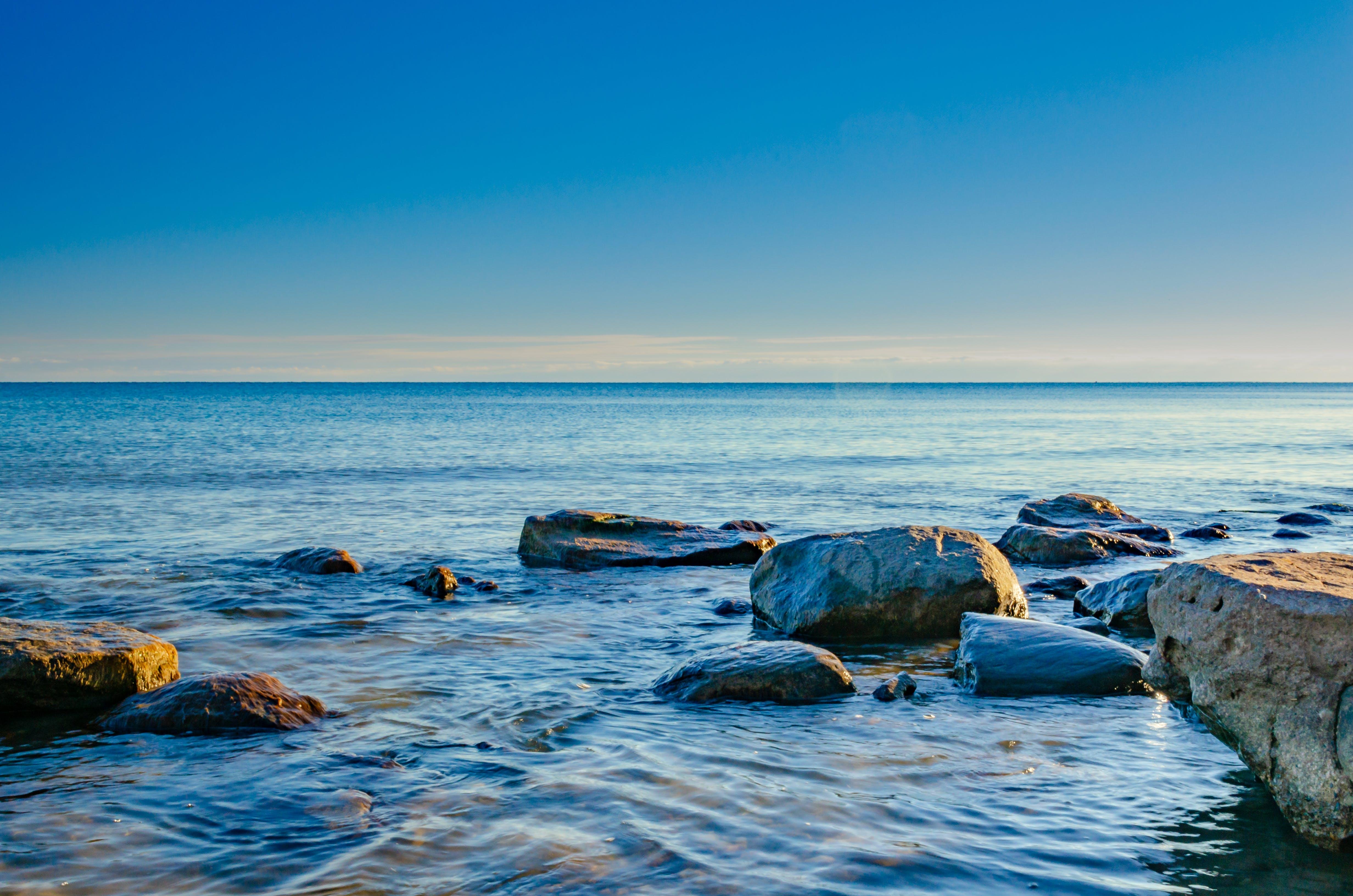 Kostenloses Stock Foto zu felsen, himmel, horizont, lake ontario