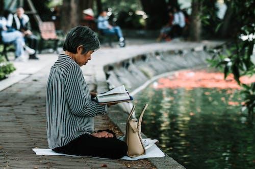 Δωρεάν στοκ φωτογραφιών με ανάγνωση, αναψυχή, άνθρωπος, βάθος πεδίου