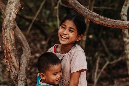 Gratis stockfoto met aanbiddelijk, affectie, arm, arme kinderen