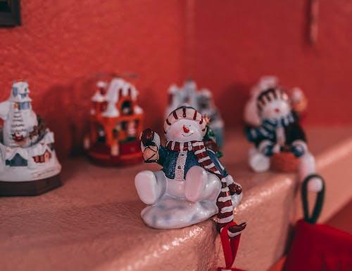 Foto d'estoc gratuïta de adorn de vidre, adorn nadalenc, aparador, bonic
