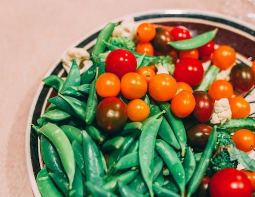 Foto d'estoc gratuïta de aliments colorits, bròquil, cirerols, coliflor