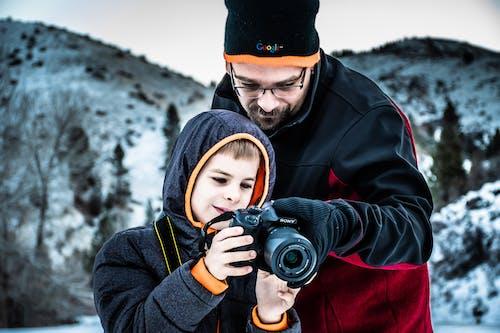 Gratis arkivbilde med bruke, far og sønn, forkjølelse, fotografi