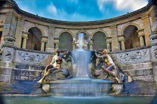 Çeşme, heykeller, kale, kolonlar içeren Ücretsiz stok fotoğraf