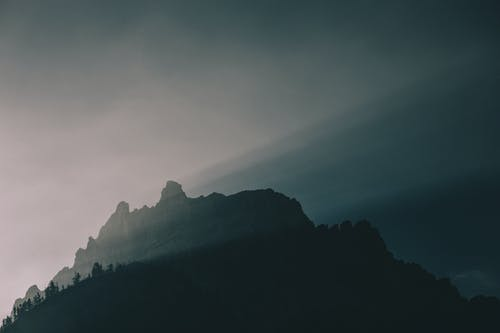 Ilmainen kuvapankkikuva tunnisteilla auringonsäde, luonto, maisema, sumu