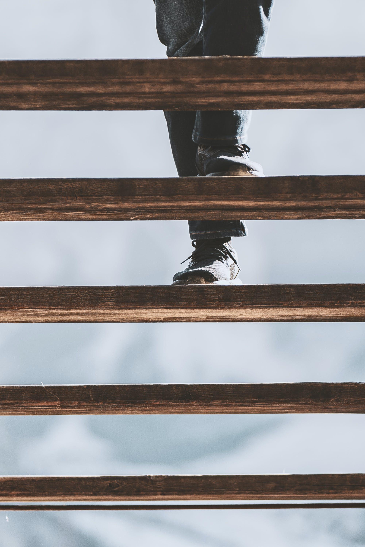 Kostenloses Stock Foto zu fußbekleidung, füße, schuhe, stufen