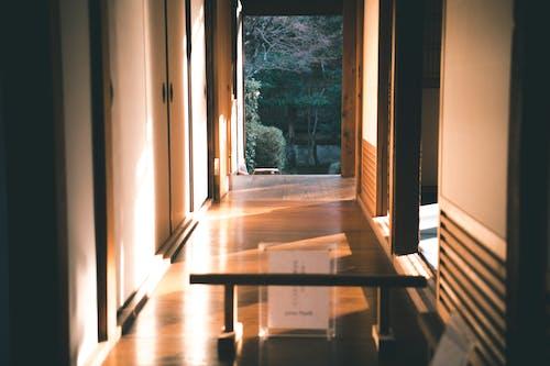 Foto profissional grátis de andar, arquitetura, borrão, cômodos