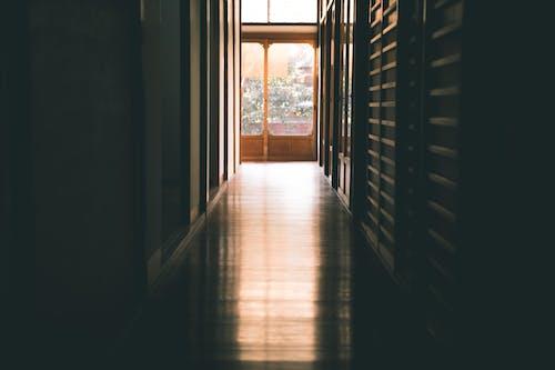 Foto profissional grátis de dentro de casa, entrada, Japão, passagem