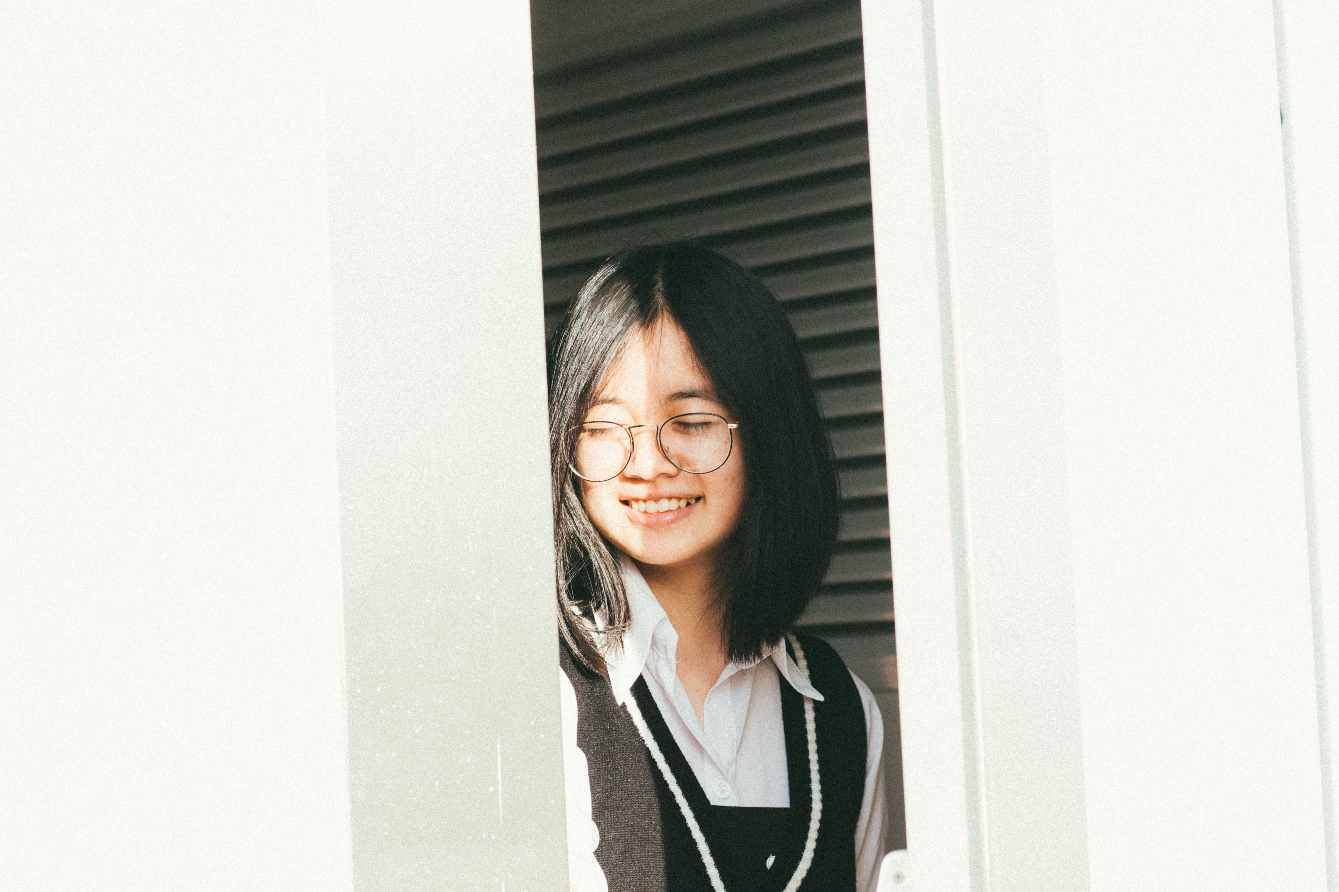 Gratis lagerfoto af ansigtsudtryk, asiatisk kvinde, attraktiv, briller