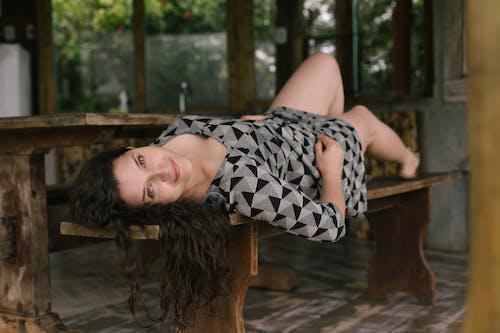 Gratis stockfoto met aantrekkelijk mooi, bruin haar, brunette, eigen tijd