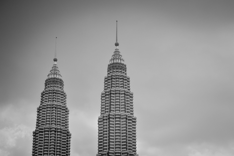 Darmowe zdjęcie z galerii z architektura, budynki, czarno-biały, drapacze chmur
