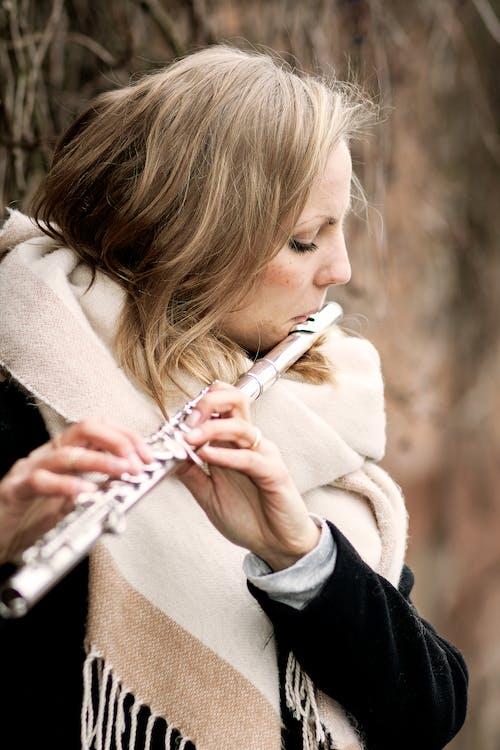 Gratis lagerfoto af blond, musiker
