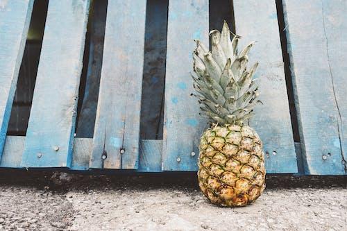 Бесплатное стоковое фото с ананас, вертикальный, гвозди, голубой