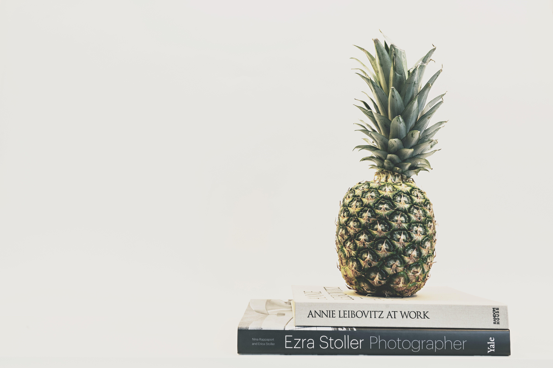 Gratis lagerfoto af ananas, boligindretning, bøger, delikat