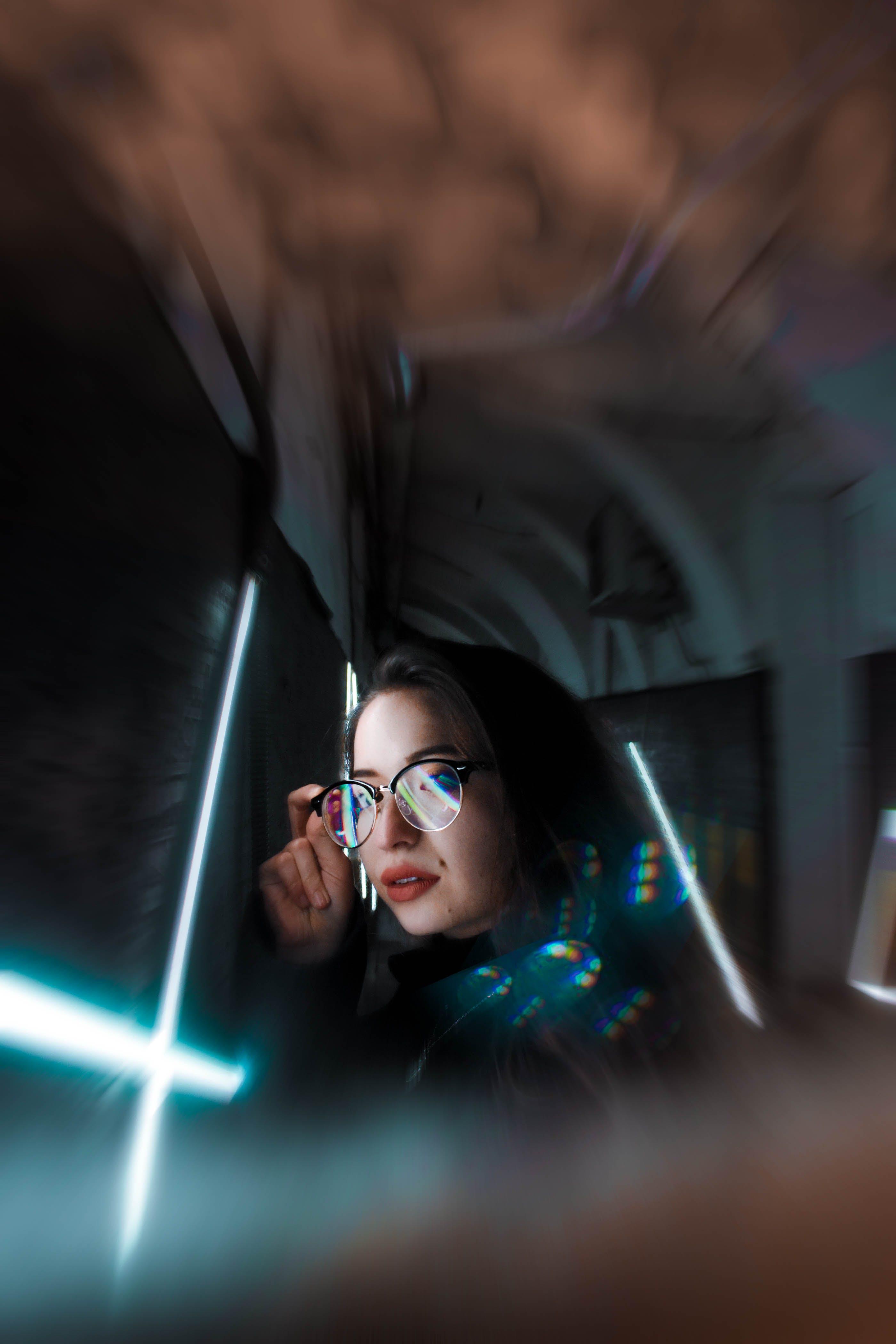 Kostenloses Stock Foto zu attraktiv, brille, brillen, frau