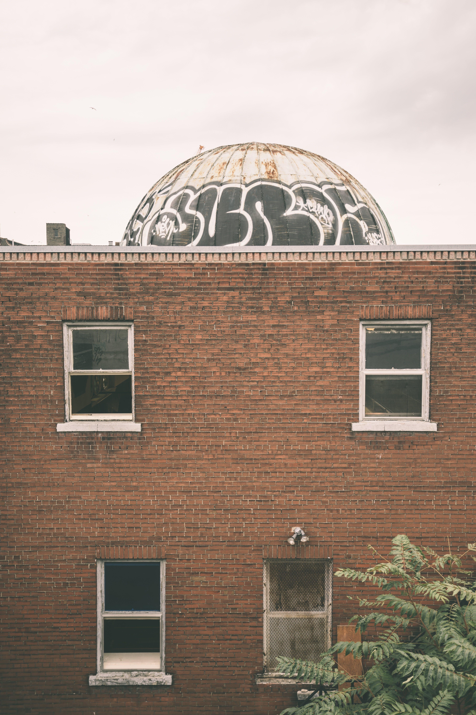 Gratis stockfoto met architectuur, bakstenen, bakstenen muur, bewolkt
