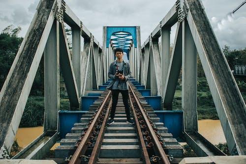 Kostnadsfri bild av arkitektur, asiatisk man, bro, dagsljus