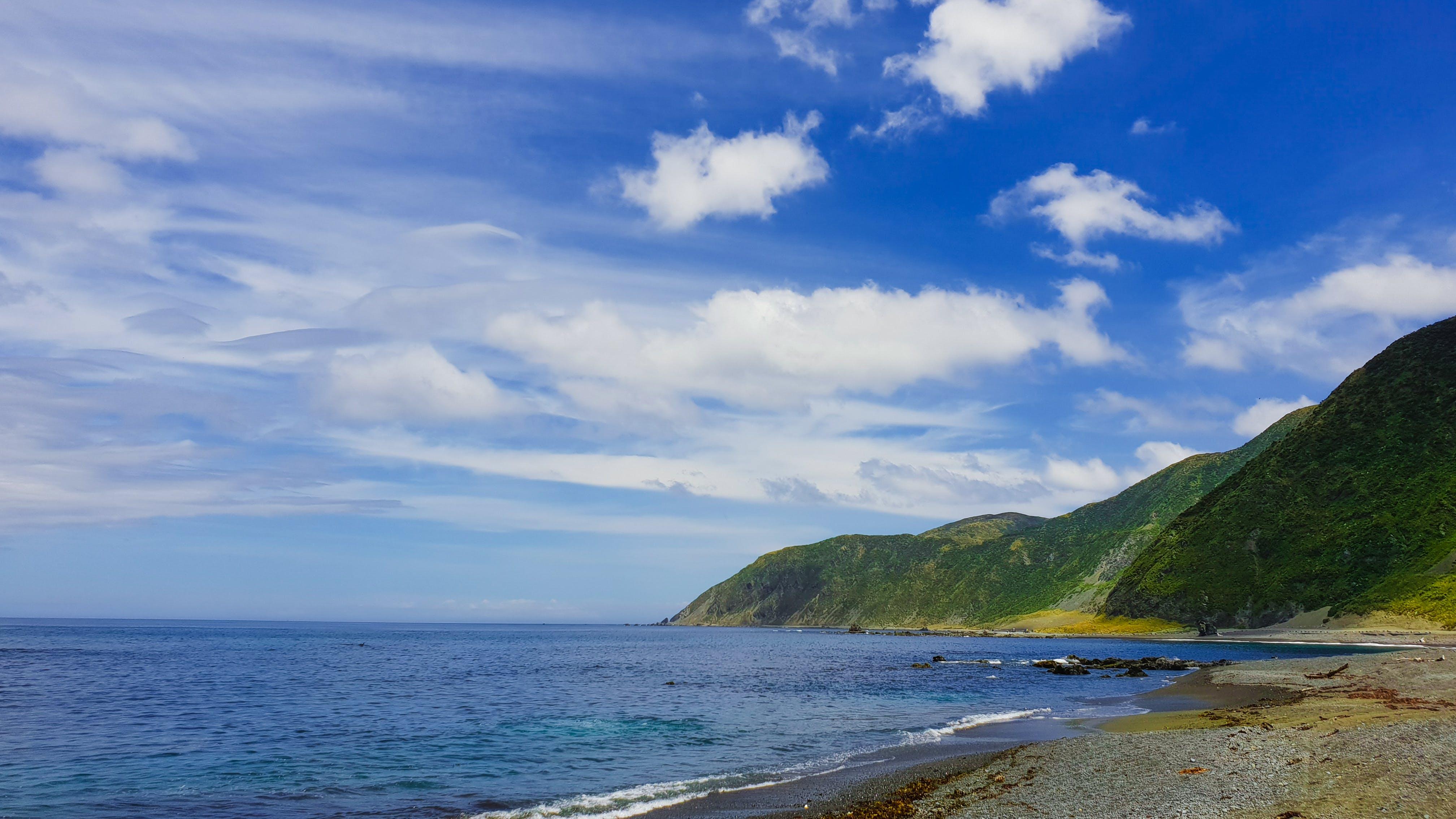 Kostenloses Stock Foto zu bewölkt, blau, blauer himmel, einsam
