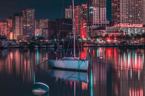 Foto d'estoc gratuïta de barca, centre de la ciutat, ciutat, edificis