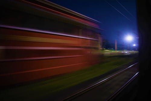 Základová fotografie zdarma na téma červená, koleje, modrá, noc