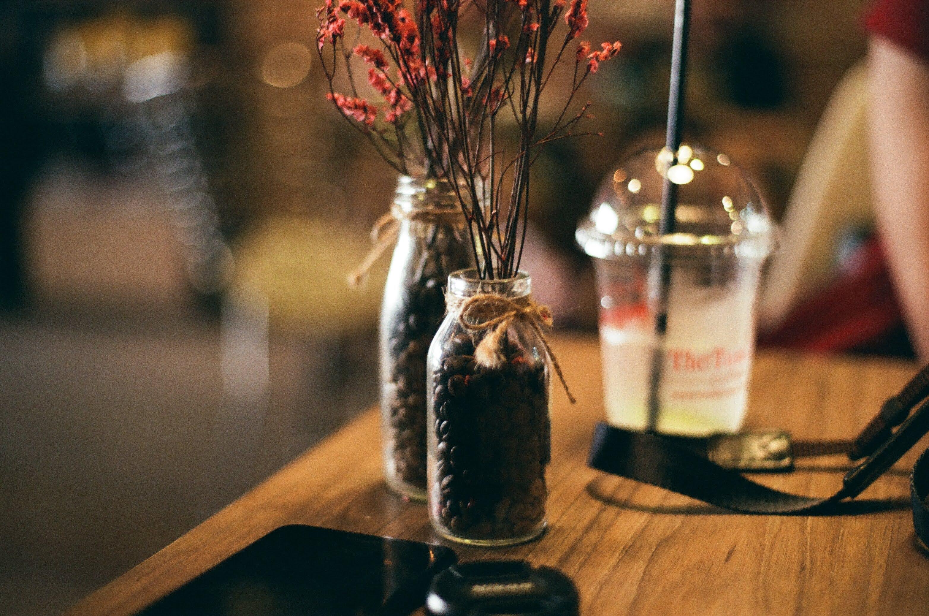 Kostenloses Stock Foto zu gläser, kaffeebohnen, vase
