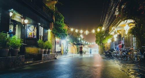 คลังภาพถ่ายฟรี ของ กลางคืน, คน, จักรยาน, ตึก