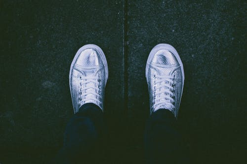 Foto d'estoc gratuïta de calçat, calçat esportiu, chrome, cordons de les sabates
