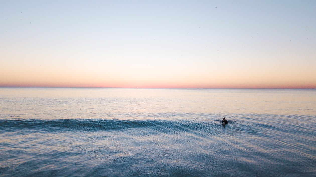 Persoon Die In De Zee Zwemt