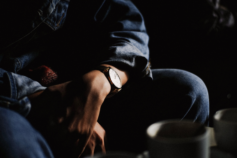 denim, jam tangan, memakai