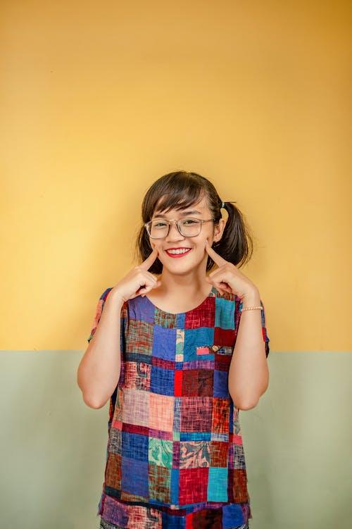 Gratis stockfoto met aanbiddelijk, aantrekkelijk mooi, bril, brillen