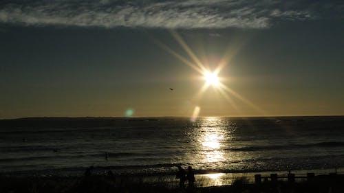 Photos gratuites de coucher de soleil, gens, nuages, océan