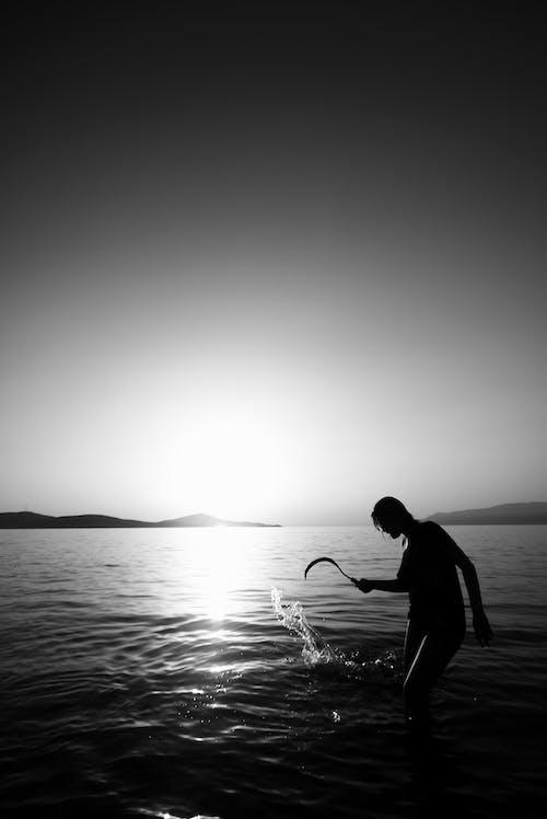 Gratis arkivbilde med bakbelysning, daggry, hav, kveld