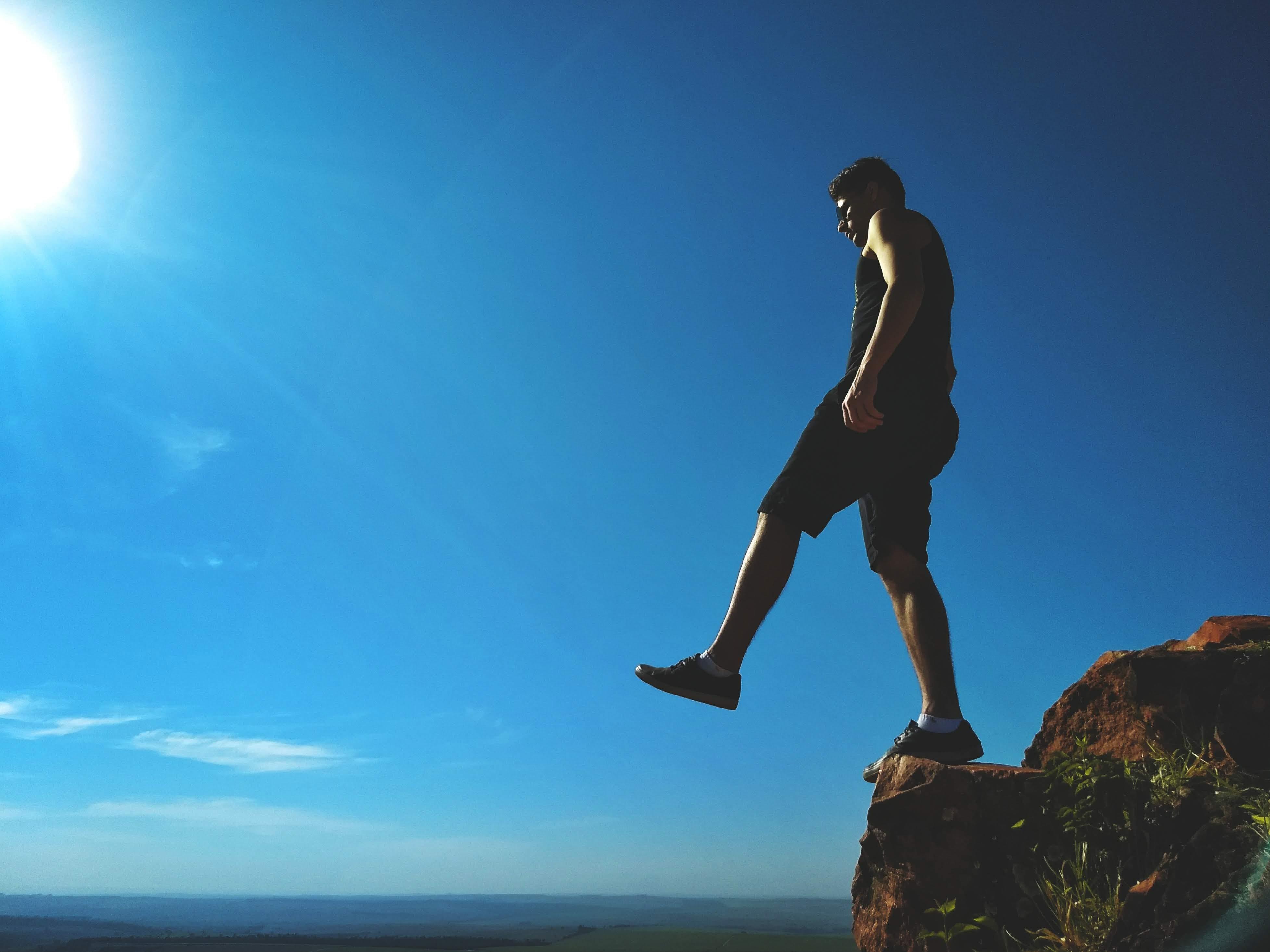 Photos gratuites de alpiniste, bord, cailloux, ciel