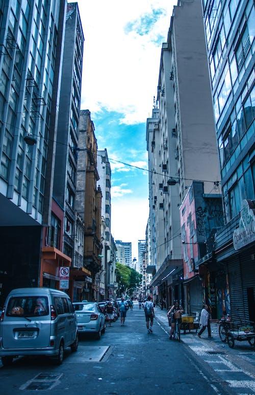 Darmowe zdjęcie z galerii z architektura, budynki, droga, miasto