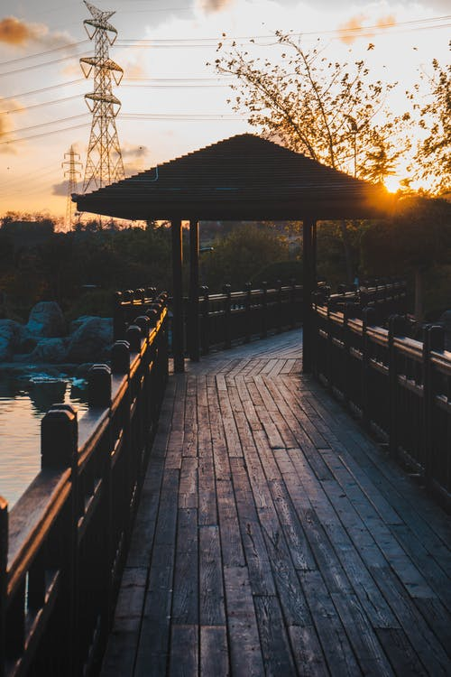 Immagine gratuita di acqua, alba, banchina, divertimento