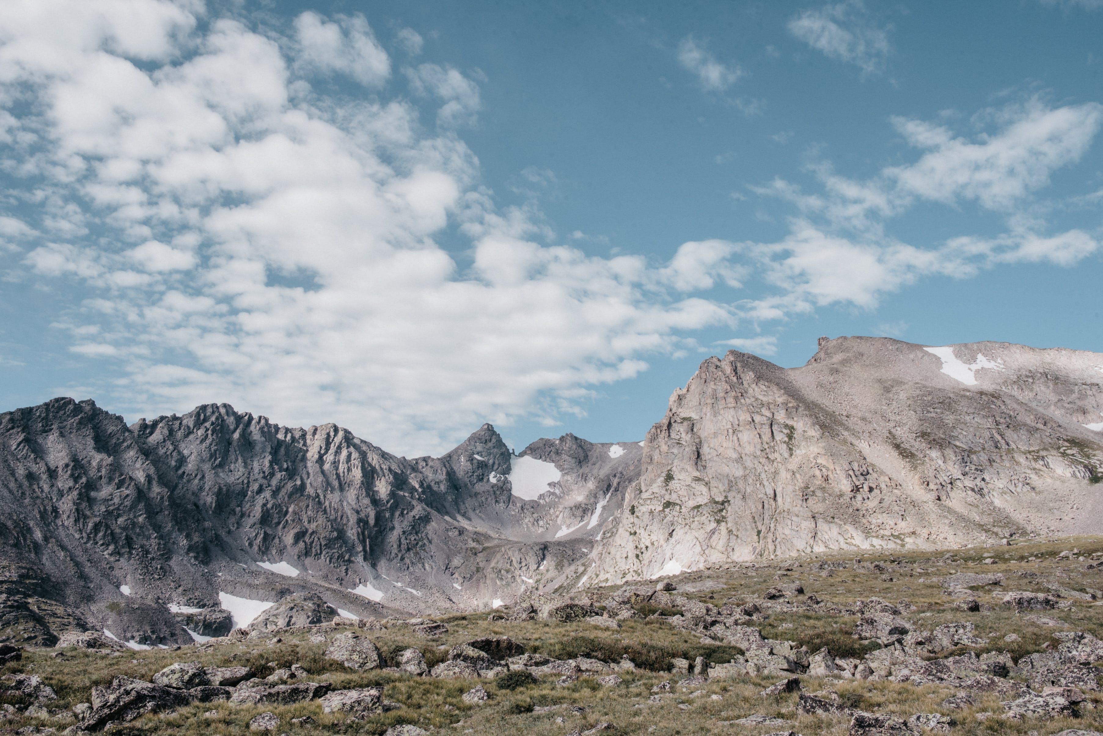 Gratis lagerfoto af bjerg, bjergkæde, bjergtinde, dagtimer